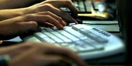 Grija fata de articulatiile mainii - scrisul la tastatura