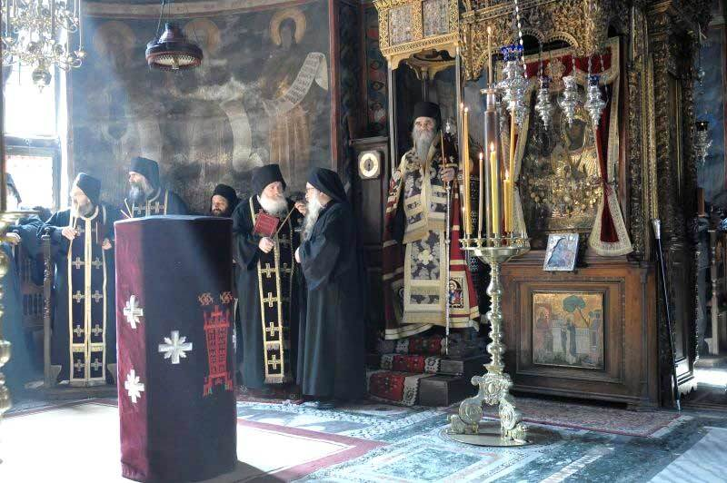 Manastirea Hilandar - Slujba