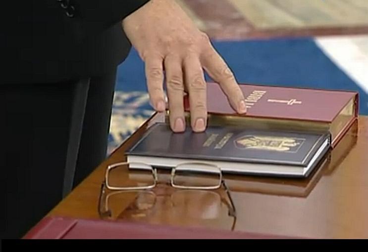 Juramantul pe Biblie, in Parlament