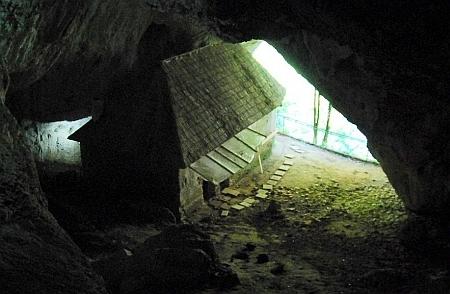 Pestera ascetica de la Manastirea Bistrita