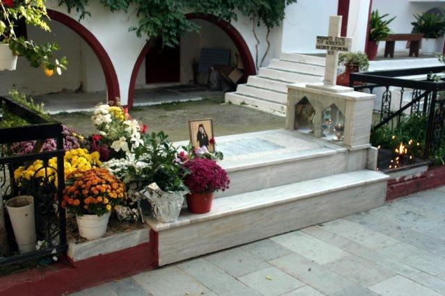 Mormantul Parintelui Iacov Tsalikis