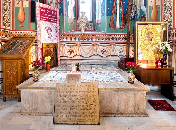 Mormantul cu moastele Sfantului Martir Constantin Brancoveanu