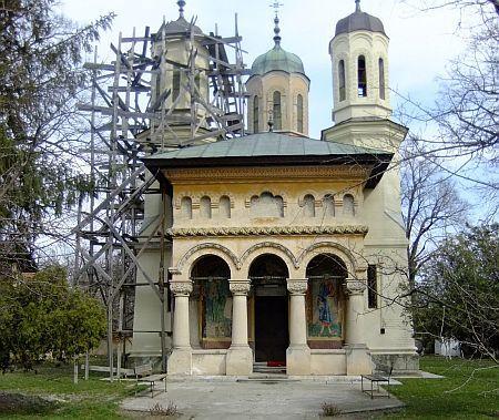 Biserica Adormirea Maicii Domnului - Manesti