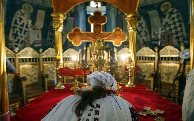 De ce nu au voie femeile in Altar