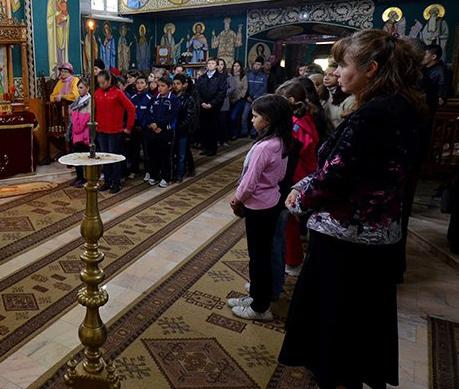 Tinerii si/in Biserica