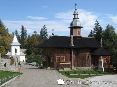 Schitul Sihla - Biserica si Clopotnita