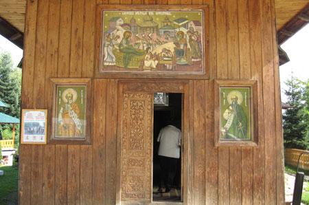 Schitul Sihla - Intrarea in Biserica