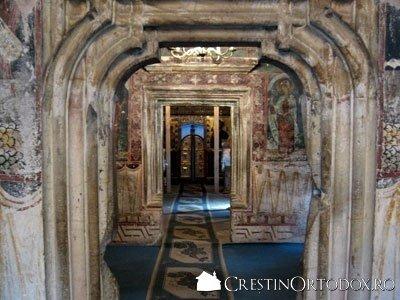 Manastirea Humor - Pronaosul, Gropnita, Naosul si Sfantul Altar