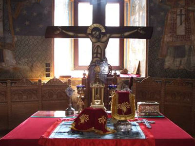 Sfanta Masa din altarul bisericii