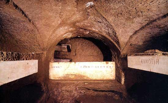 Catacombele: mituri, mistere si realitati