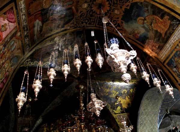 Biserica Sfantului Mormant - Candele pe Golgota