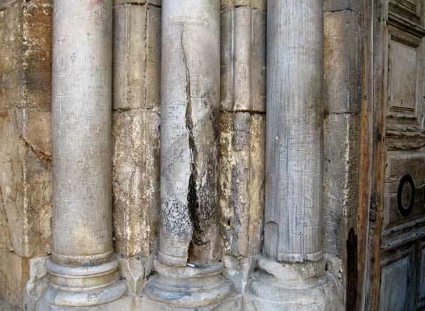 Biserica Sfantului Mormant - Coloana cu Sfanta Lumina