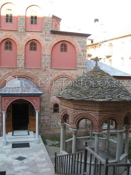 Manastirea Filoteu - Fantana numita Aghiasma